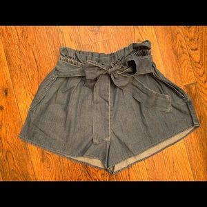 Loose jean shorts